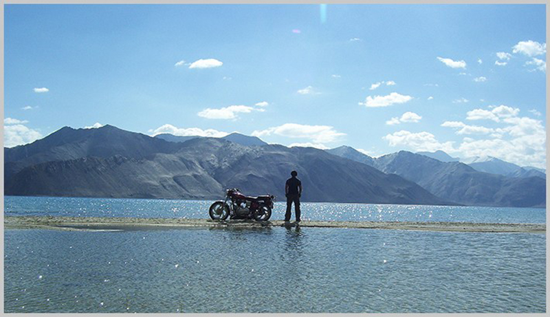 rent a motorcycle for Ladakh
