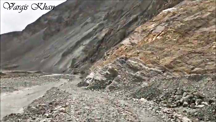 An image of the Agham Shyok road, from Nubra valley to Pangong Tso, explaining how difficult the road is