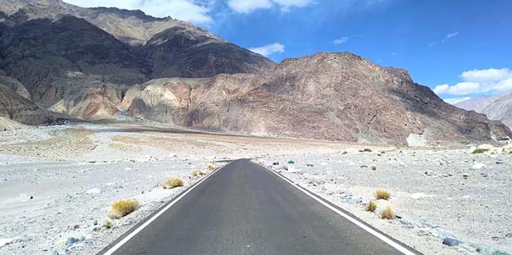 Nubra Valley to Pangong Tso via shyok road