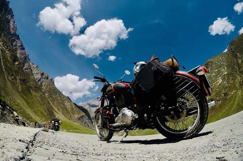 rent a motorcycle in Srinagar