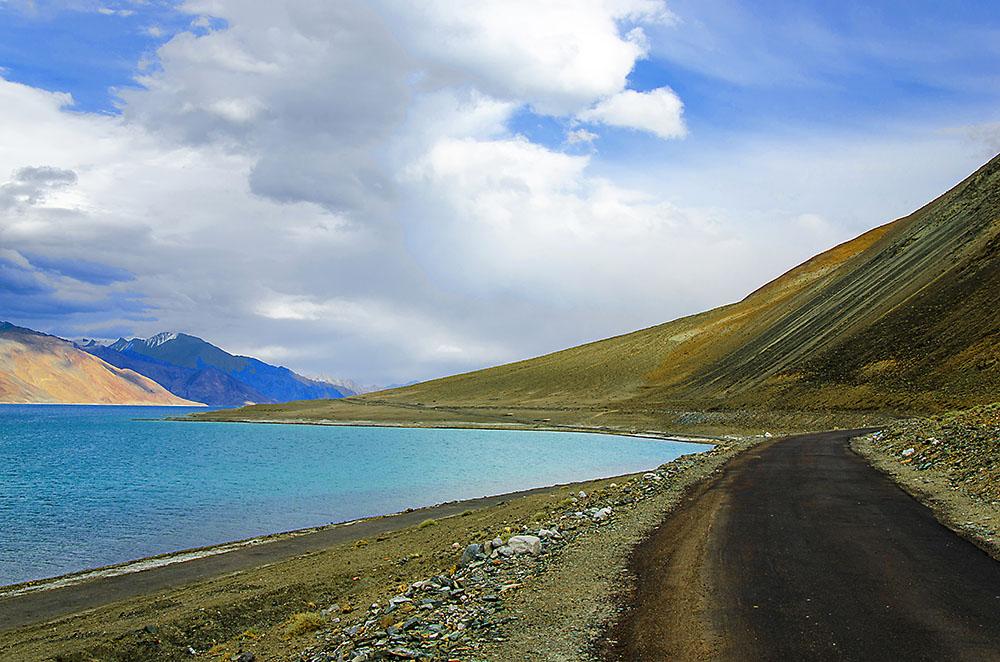 road to pangong lake