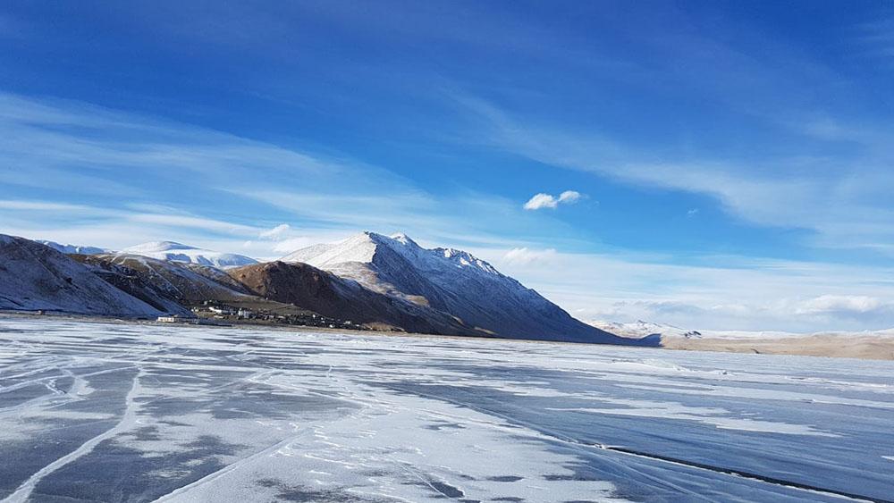 frozen lake in ladakh
