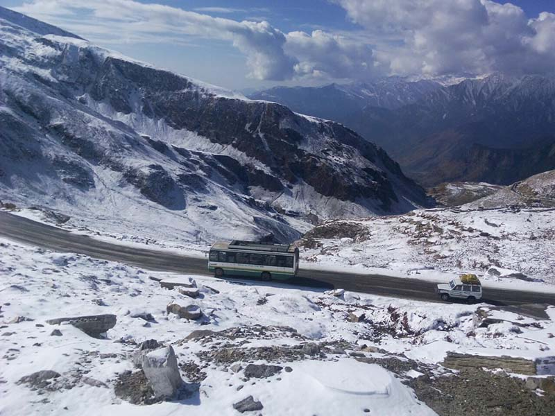 manali to leh one day bus service