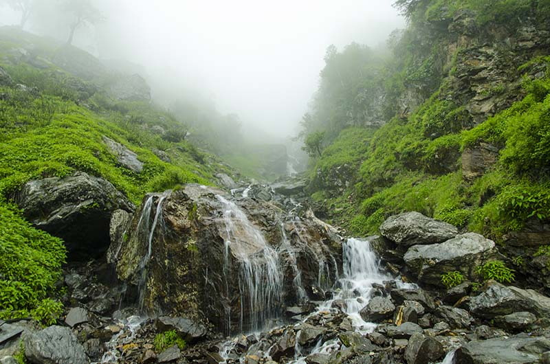 waterfall in solang valley