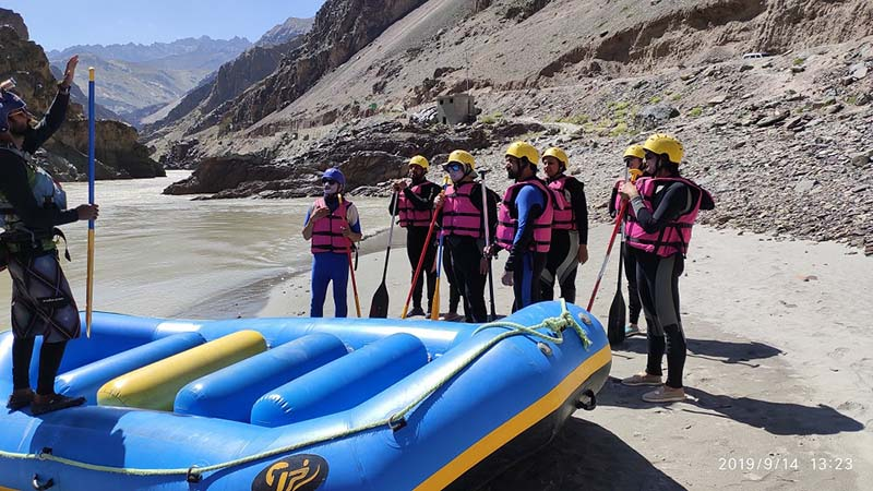 rafting in zanskar river