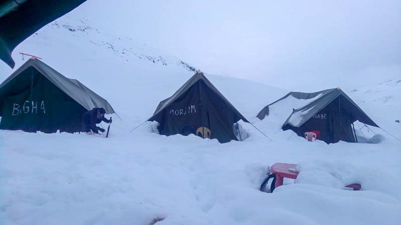snowfall at chandratal lake