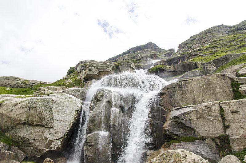 waterfall at rohtang