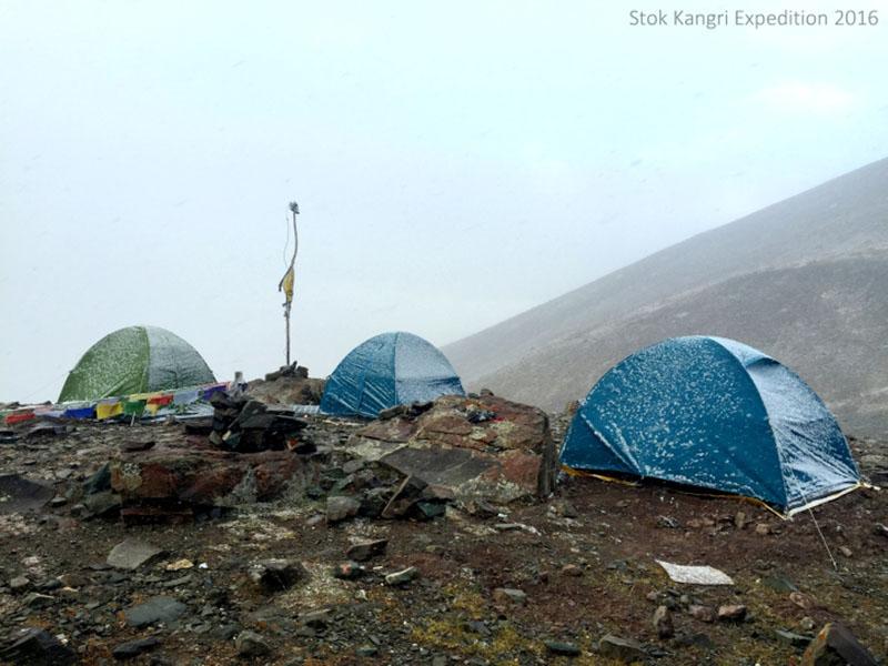 snowfall in himalayas