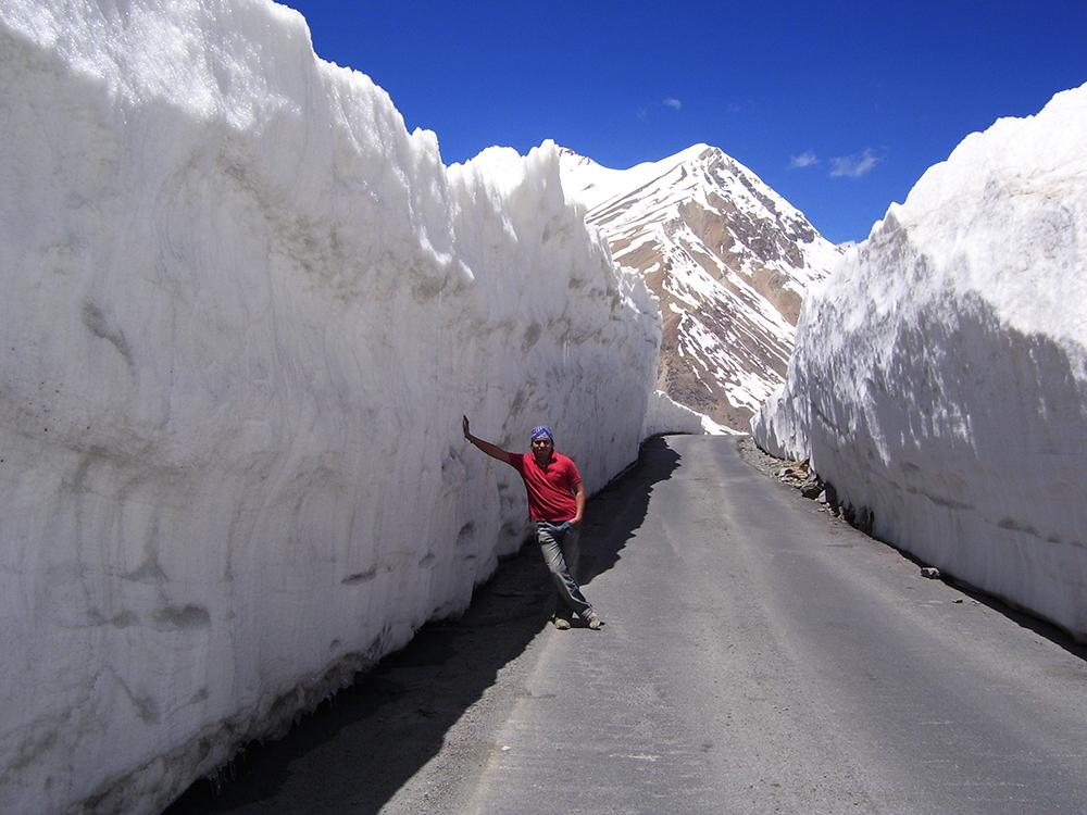 snow walls at Rohtang