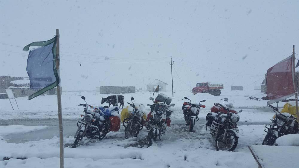 snowfall in zanskar valley