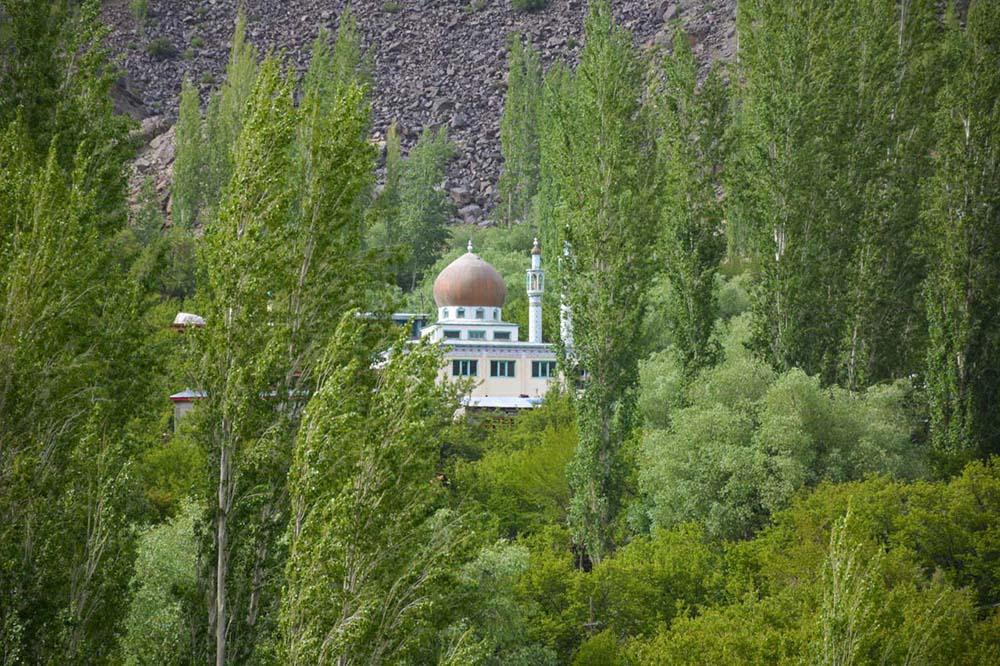 mosque on srinagar leh highway