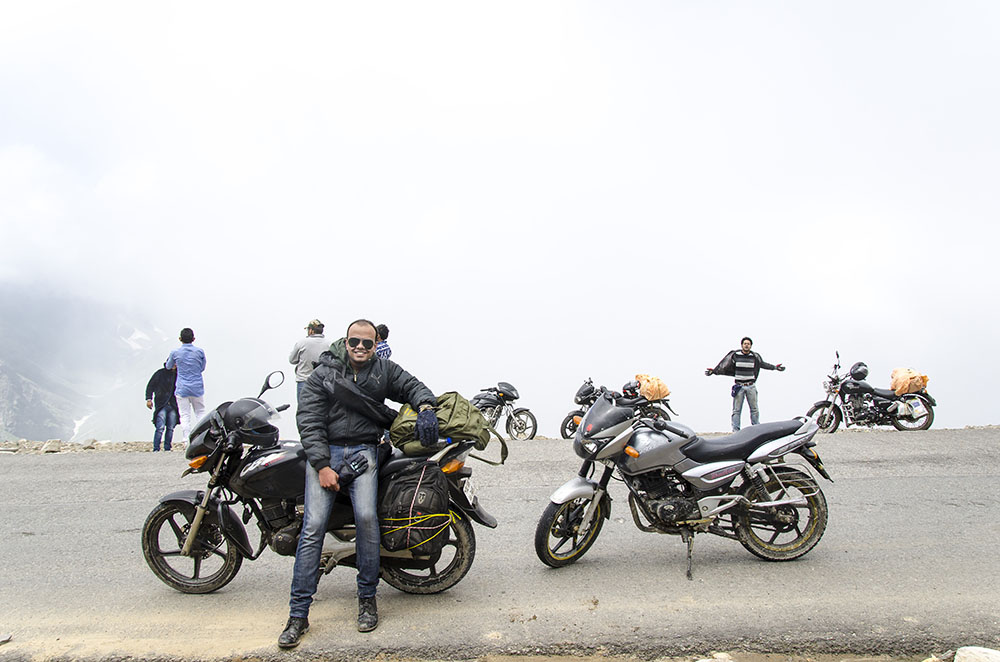 how to rent a bike in manali