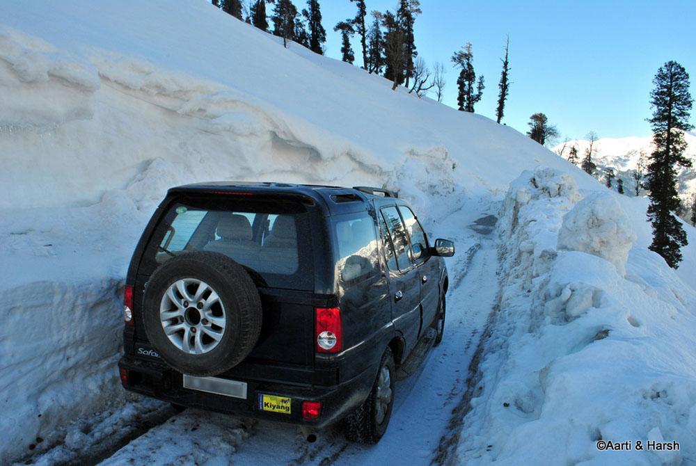 snow walls at rohtang pass